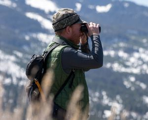 The slim design and easy-to-use connection system is ideal for binoculars
